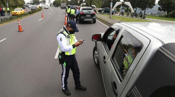 Esta prohibición aplica solo dentro del territorio del Distrito Metropolitano de Quito, salvo la red vial estatal, regional y provincial que conectan la ciudad con otros cantones o provincias.