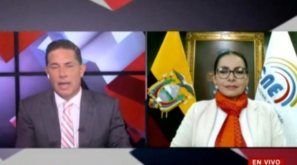 El periodista de CNN Fernando del Rincón entrevistó a Diana Atamaint, presidenta del CNE, la noche del martes 16 de febrero del 2021. Foto: Captura