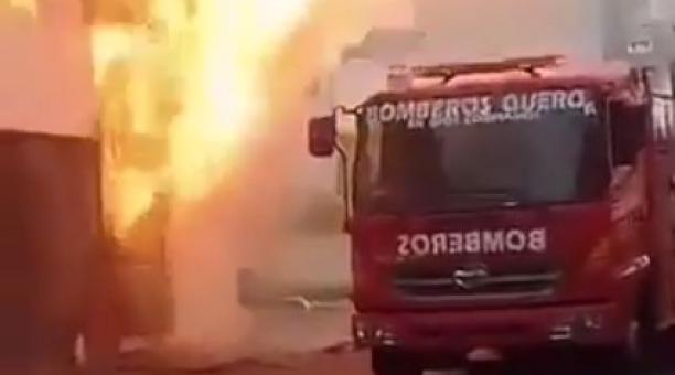 El ECU 911 Ambato informó que una pareja resultó herida por el incendio causado por la explosión de un tanque de gas en un restaurante en Quero, provincia de Tungurahua. Foto: Captura de pantalla
