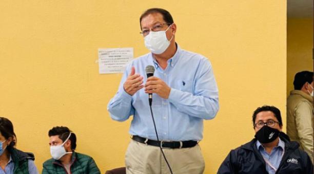 El vicealcalde de Quito, Santiago Guarderas, solicitó el informe sobre los cobros de la Contribución Especial de Mejoras que se cancela junto con el impuesto predial. Foto: Twitter Santiago Guarderas