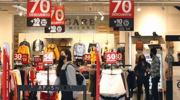 Los centros comerciales impulsaron campañas de descuentos de entre 30 y 70% en enero pasado. Foto: Archivo / EL COMERCIO