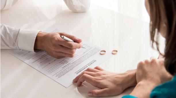 El caso de un hombre con dos matrimonios llegó a los tribunales, y las autoridades en India tomaron una insólita decisión: el hombre pasaría 3 días con cada una de sus parejas. Foto: www.freepik.es