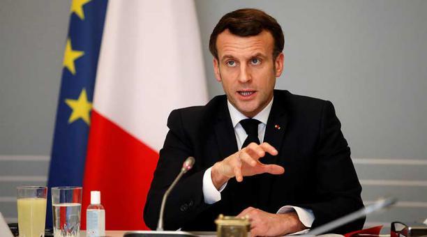 El presidente de Francia, Emmanuel Macron, estimó que todavía es pronto para plantear un relajamiento o endurecimiento de las restricciones en vigor por el covid-19. Foto: EFE