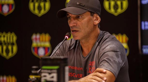El DT Fabián Bustos ofreció una rueda de prensa, antes del debut de Barcelona en el torneo 2021. Foto: Barcelona SC