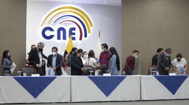 El Pleno del CNE se reunió durante la noche del sábado y la madrugada del domingo para responder a los reclamos. Foto: Galo Paguay / EL COMERCIO