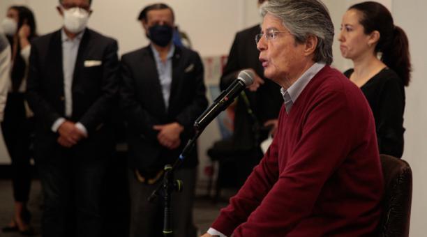Dentro de su menú de campaña, Lasso anunció que su compañero de fórmula, Alfredo Borrero, iniciará un viaje por Colombia y Chile para conocer las experiencias de esos países en materia de adquisición de vacunas contra el covid-19.