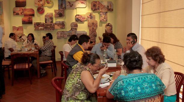 El hotel Continental lleva un año cerrado y su restaurante, La Canoa, enfrentaba desde hace una semana problemas por el pago de servicios básicos. Foto: Archivo/ EL COMERCIO.