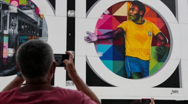 Netflix suma a su lista de documentales, uno sobre la vida del astro brasileño Pelé. Foto: Reuters