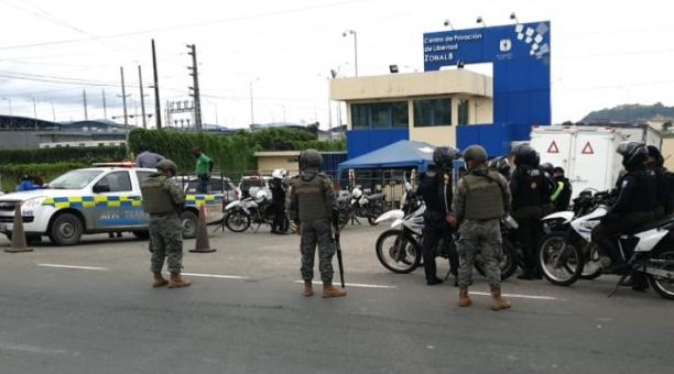 El comandante general de la Policía, Patricio Carrillo, dijo que hay ocho personas muertas después del amotinamiento en la cárcel Regional de Guayaquil. Foto: EL COMERCIO
