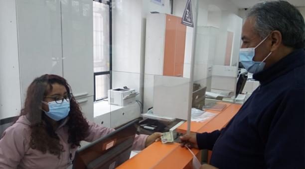 Atención en balcón de servicios del Municipio, en el Centro.  Foto: Cortesía Dirección de Servicios Ciudadanos