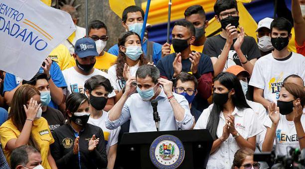 Juan Guaidó ya había sido inhabilitado en marzo de 2019 por supuestamente ocultar datos de su declaración de patrimonio y recibir dinero sin justificar. Foto: archivo / Reuters