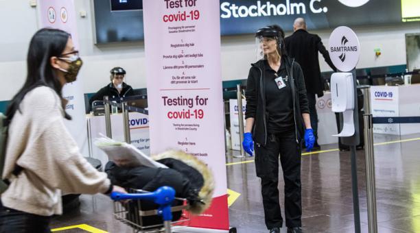 Suecia ha desarrollado una ley para regular horarios de establecimientos y se dispone a anunciar restricciones para prevenir la expansión del covid-19. Foto: EFE