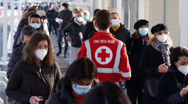 Los contagios del coronavirus se aceleran en la región de Lombardía, en Italia, y los médicos temen la segunda ola del covid-19. Foto: EFE