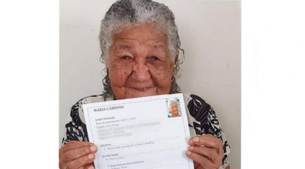 Doña María hizo un currículum con la intención de trabajar para comprar vinos. Foto: Tomada de redes sociales