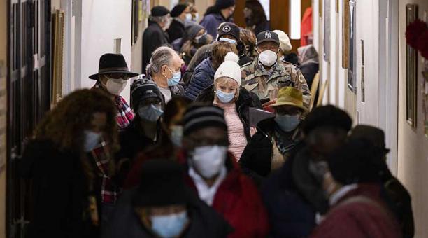 La OPS afirmó que casi 78 millones de personas se han vacunado en el continente, principalmente en Norteamérica. Foto: EFE