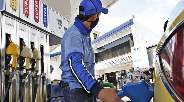El precio de la súper es libre y varía según la gasolinera. Algunas integran aditivos. Foto: archivo / EL COMERCIO