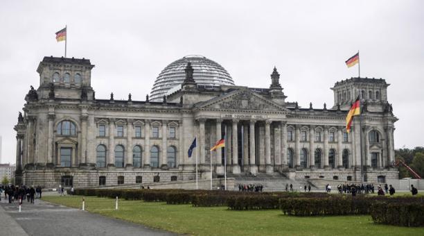 La Fiscalía Federal de Alemania acusó a un hombre de entregar los planos del edificio del Reichstag, la sede del Parlamento alemán Bundestag, a un agente de la dirección de inteligencia rusa. Foto: EFE