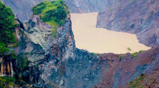 Imagen de la erosión causada por el represamiento del río Coca en la Amazonía del Ecuador. Foto: Servicio de Gestión de Riesgos