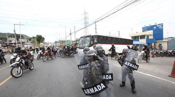 Un grupo de privados de la libertad fue trasladado este 25 de febrero del 2021 de la cárcel Regional de Guayaquil a la Penitenciaría. Foto: Enrique Pesantes/ EL COMERCIO.