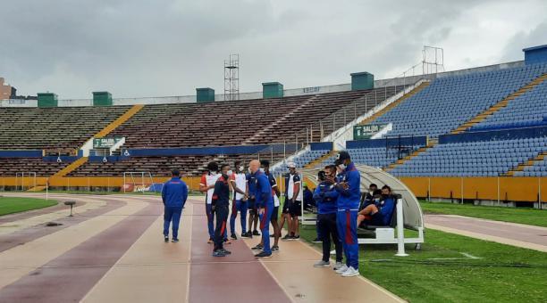 El plantel de Olmedo no se presentó en la primera fecha del campeonato ecuatoriano ante la Universidad Católica. Tomado del Tuiter de Carla Ayala