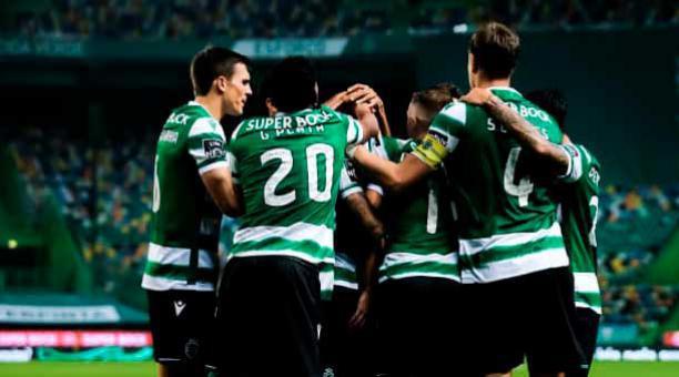 Gonzalo Plata (20) celebra un gol con sus compañeros. Foto: Sporting Lisboa