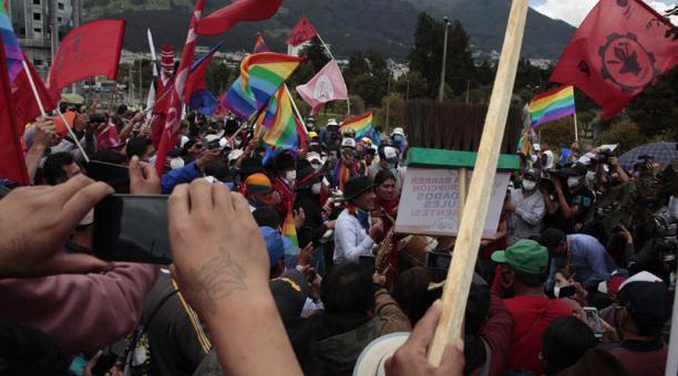 Simpatizantes de Pachakutik permanecerán en vigilia mientras el CNE trata el pedido de objeción del organismo sobre 20 000 actas con supuestas inconsistencias. Foto: Galo Paguay/ EL COMERCIO.