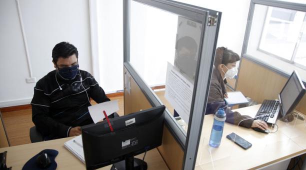 Si necesita contactarse con un funcionario de la institución, se debe solicitar un turno a través de la página web. Foto: Patricio Terán / EL COMERCIO