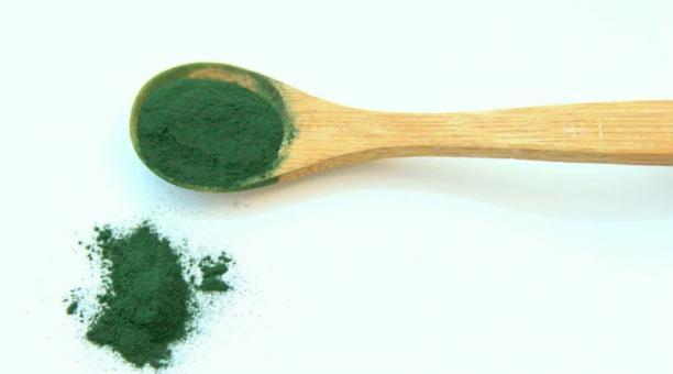 Imagen referencial. La espirulina, un alga azul verdosa que debe su nombre a la forma espiral que adopta. Foto. Pixabay