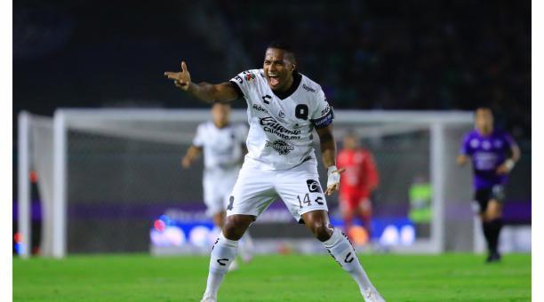 Antonio Valencia salió expulsado a los 54 minutos, por agredir a un rival. Foto: Twitter Querétaro