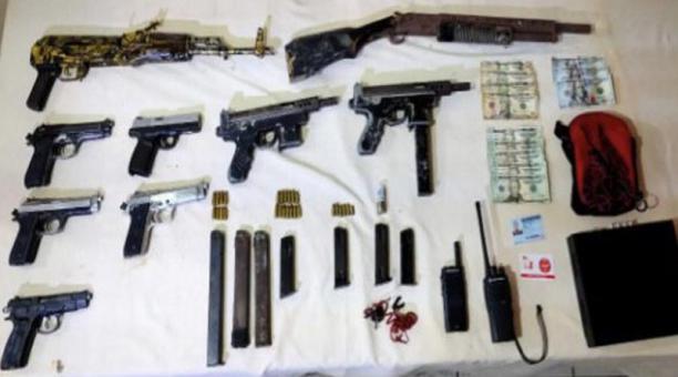 los agentes de la Policía Nacional encontraron 9 armas de fuego de diferentes tipos y calibres