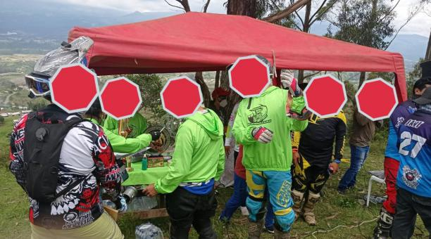Un evento de motocross fue suspendido en Quito este 28 de febrero del 2021 porque no tenía los permisos requeridos para su realización, además, las personas presentes no cumplía con las normas de bioseguridad. Foto: Twitter Intendencia de Pichincha