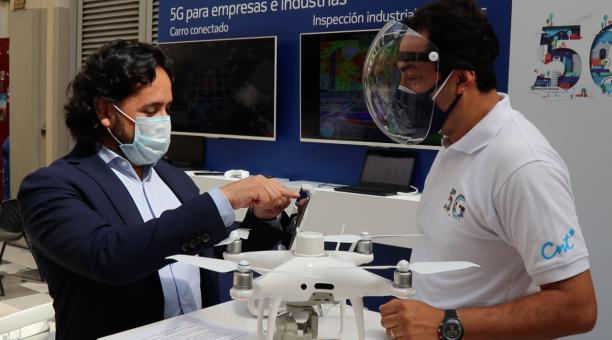 El ministro de Telecomunicaciones, Andrés Michelena, habló del avance de la digitalización de los trámites en Ecuador. Foto: Twitter Telecom Ecuador