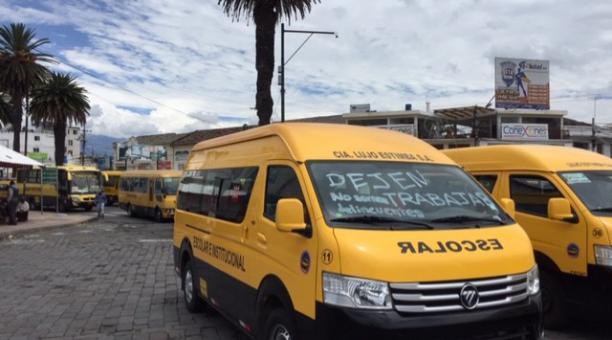 La Federación Nacional de Transporte Escolar e Institucional del Ecuador está integrada por 14 900 socios. A finales de 2020 realizaron una movilización a escala nacional, ante la crisis generada por la pandemia. Foto: EL COMERCIO