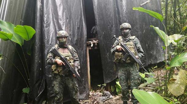 El campamento fue encontrado en el sector de Labores, en San Lorenzo. Hasta ahí llegaron militares. Foto: FF.AA.