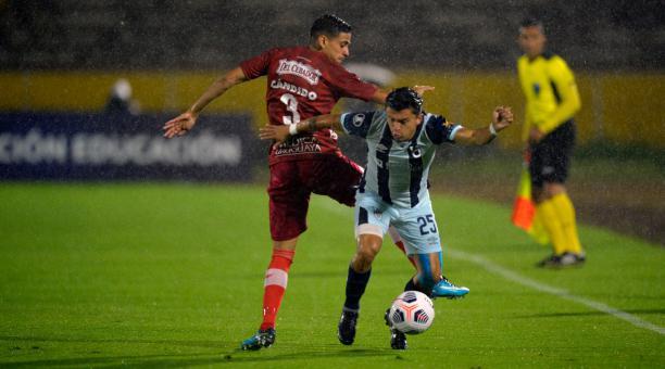 Andrés López, lateral de la Universidad Católica, en el partido ante el Liverpool, en el Atahualpa. Foto: @Libertadores