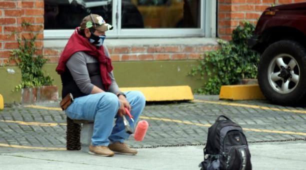 El 2020, 650 578 personas perdieron su empleo adecuado en Ecuador, de acuerdo con el informe presentado por el INEC. La causa principal es la crisis ocasionada por el covid-19, que provocó los despidos en las empresas. Foto: Patricio Terán / EL COMERCIO