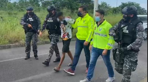 El sospechoso fue capturado en Esmeraldas y será trasladado a Guayaquil. Foto: Captura Twitter Policía Nacional
