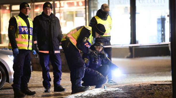 El presunto responsable de un ataque registrado el 3 de marzo en Suecia que se investiga como un atentado terrorista tiene 22 años y figura en el registro civil sueco desde el 2018. Foto: EFE.