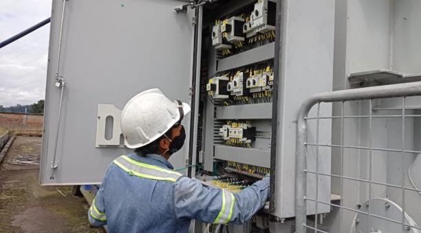 Los técnicos de la Empresa Eléctrica Quito realizarán trabajos en los barrios de la capital el sábado 6 de marzo del 2021. Foto: Twitter Eléctrica Quito