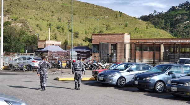 Agentes de la Policía entregaron el control de la cárcel de Turi a las autoridades penitenciarias, tras la masacre en ese centro carcelario. Foto: Lineida Castillo/ EL COMERCIO