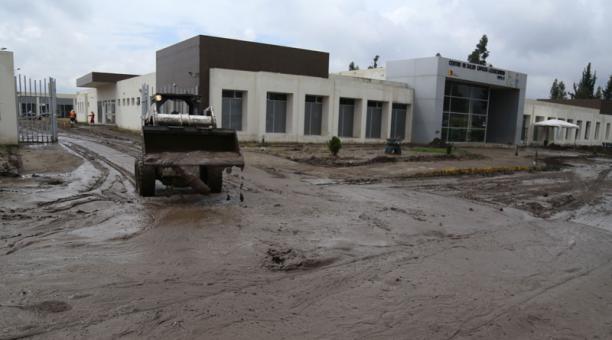 Este jueves 4 de marzo del 2021 se realizó las tareas de limpieza en el sector del aluvión en Riobamba. Foto: Glenda Giacometti / EL COMERCIO