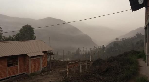 Caída de ceniza registrada en el cantón Alausí la mañana de este 6 de marzo del 2021