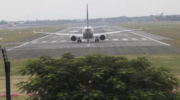 La caída de ceniza del Sangay ocasionó este 6 de marzo del 2021 la suspensión de vuelos en el aeropuerto de Guayaquil. Foto: Archivo/ EL COMERCIO.