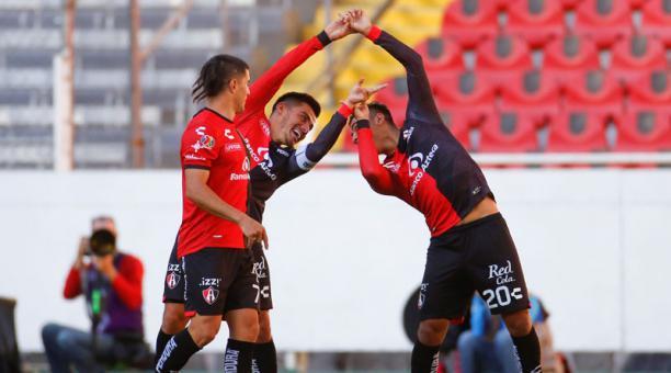 Jugadores de Atlas celebran una anotación ante Juárez el 6 de marzo del 2021 durante un partido correspondiente a la jornada 10 del torneo del fútbol mexicano, en el estadio Jalisco en la ciudad de Guadalajara, Jalisco (México). Foto: EFE