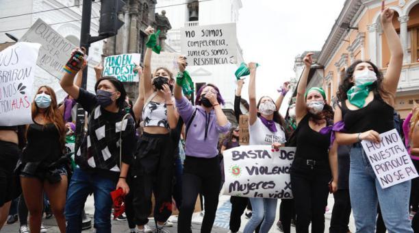 La mañana de este sábado 7 de marzo del 2021 se realizó en las calles de Quito una manifestación por el Día Internacional de la Mujer. Foto: Diego Pallero/ EL COMERCIO.