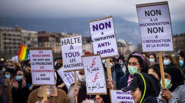La propuesta de la prohibición del burka en Suiza generó rechazo de varios colectivos. Foto: EFE.