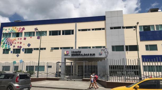 En el hospital de Esmeraldas se reporta una alta ocupación de pacientes en las unidades de cuidados intensivos. Foto: EL COMERCIO.