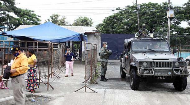 El 2 de marzo, el personal de Fuerzas Armadas custodiaba los exteriores de la Penitenciaría de Guayaquil. Foto: archivo / EL COMERCIO