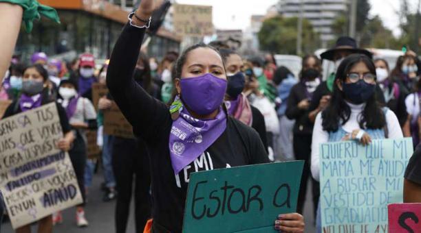 Colectivos de mujeres participaron este lunes 8 de marzo del 2021 en la marcha por el Día Internacional de la Mujer. Foto: Diego Pallero / EL COMERCIO