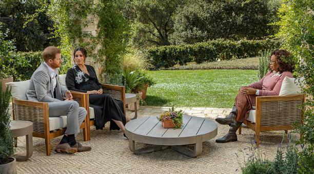 Un año después de su estrepitosa salida de la realeza británica, Enrique y Meghan ofrecieron una entrevista televisada en EE.UU. dirigida por Oprah Winfrey. Foto: EFE / Harpo Productions